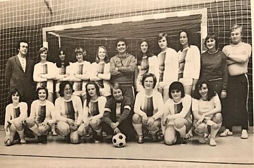 erste Damen-Fußballmannschaft der DJK St. Ingbert