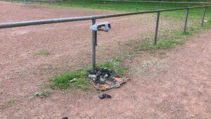 Read more about the article Vandalismus und Verschmutzungen am Hartplatz